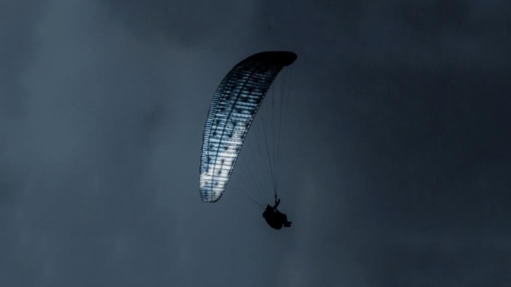 parachute bleu